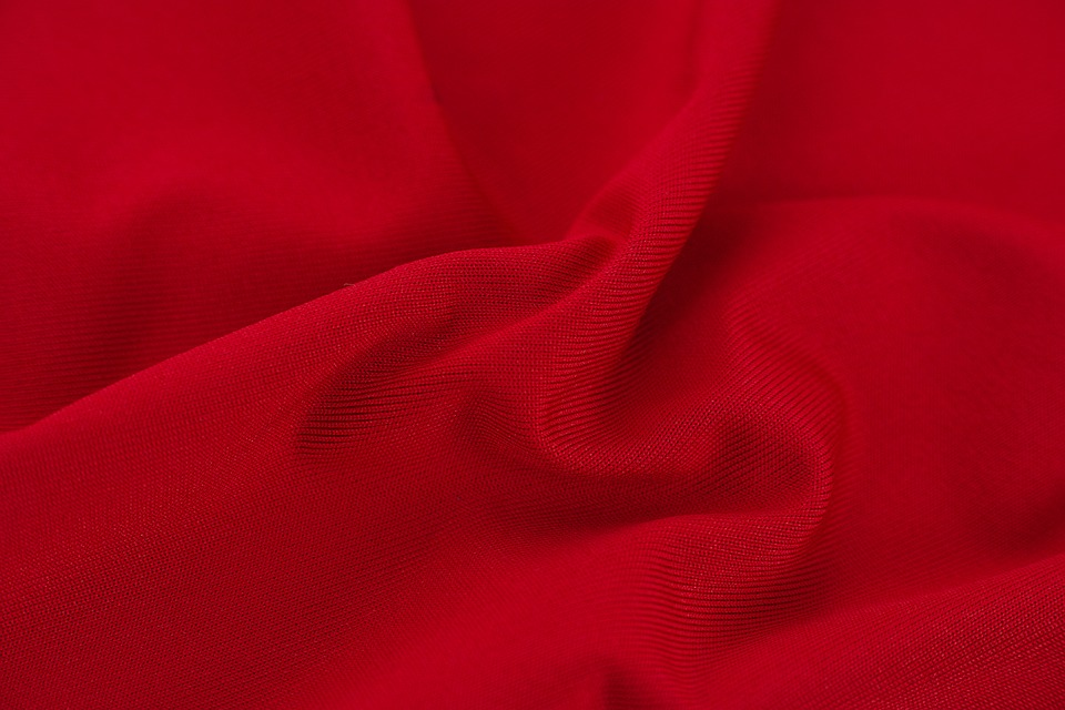 červená textília