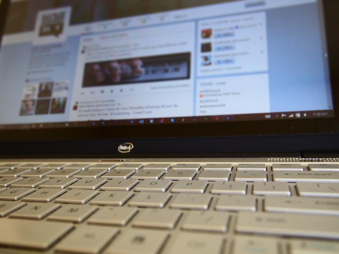 Klávesnica, notebook Intel.jpg