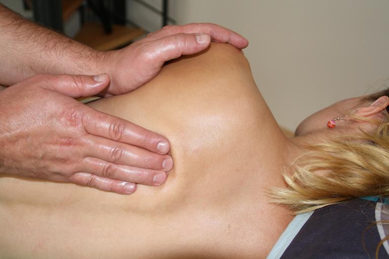 Ženské telo, masáž chrbta